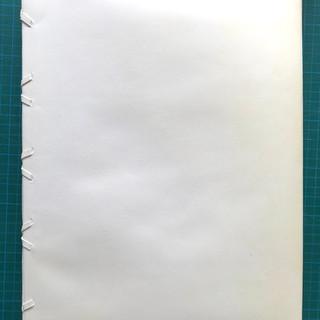 Confection d'une reliure de conservation de type Espinoza pour document restauré