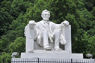 Abe lincoln statue.jpg