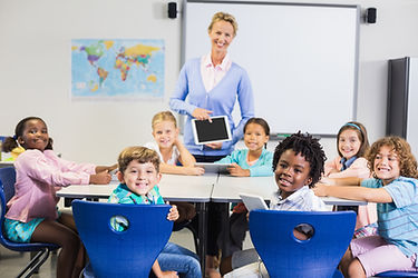 Portrait-of-teacher-and-kids-in-classroo