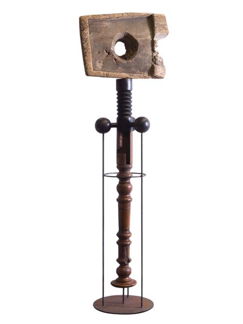 Assemblage van verschillende elementen: hout en metaal