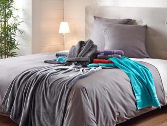 louis-feraud-grijs-handdoeken.jpg