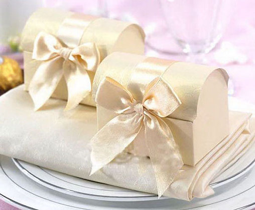 Ivory Chest Wedding Favors Pack