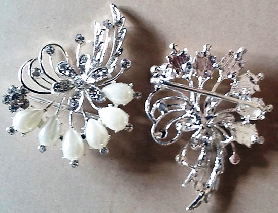 Brooch alloy and Pearl Flower shape [54549]