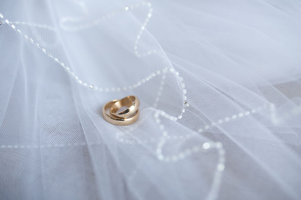 gold-wedding-rings-with-decoration-6165.