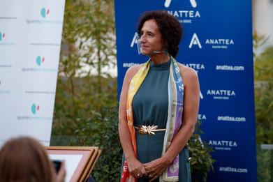 """El Premio """"ASOCIADA BPWI 2020"""", se ha concedido a Dña. PILAR SÁNCHEZ, presidenta del Grupo Editorial DAURO y de la Asociación Granadina de Empresarias (AGRADE), por su compromiso con el fortalecimiento de las redes de mujeres empresarias y la creación de alianzas entre emprendedoras de los cinco continentes."""