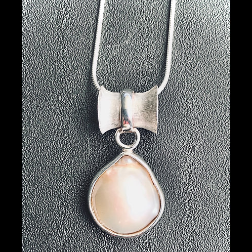 oval pearl pendant with broadcast mounting