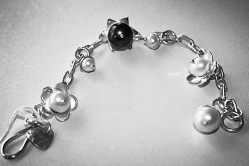 Black and White Pearl Flower bracelet