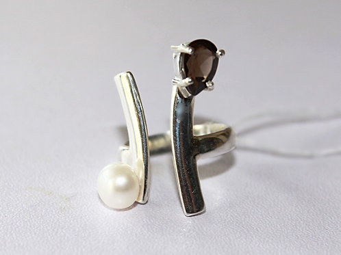 Sterling Silver Ring with Pear shaped smoky Topaz and Pearl