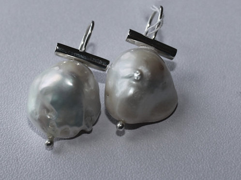 baroque pearl wire earrings with bar mounting