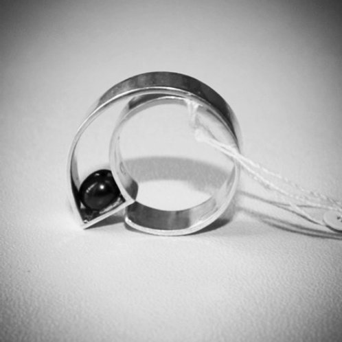 Sterling silver Ring with black pearl mounted inside a frame