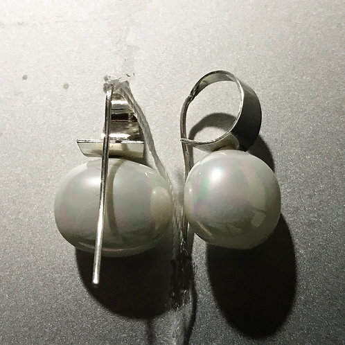 wire earrings with egg shaped shell pearl