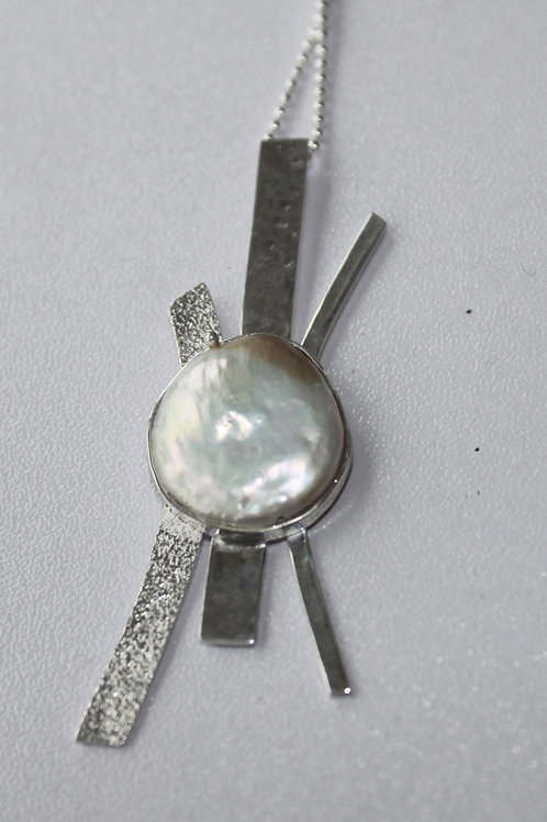 Sterling silver textured pendant with coin pearl