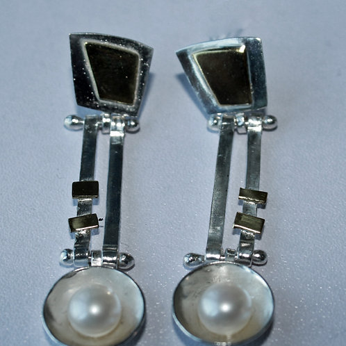 drop earrings with white pearl