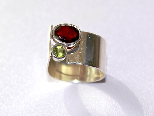 Sterling Silver Ring with Garnet and Peridot
