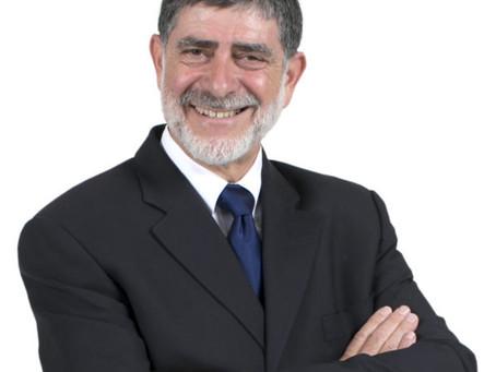 LA Loyolan Interviews Rabbi Daniels Mysteries Author