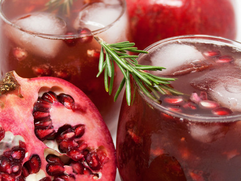 SPIKED POMEGRANTE & TANGERINE HOLIDAY PUNCH