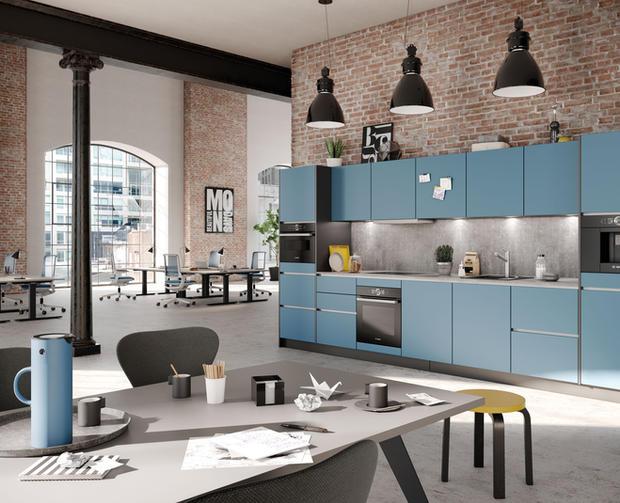 Cucina Küche in Blaubeerblau