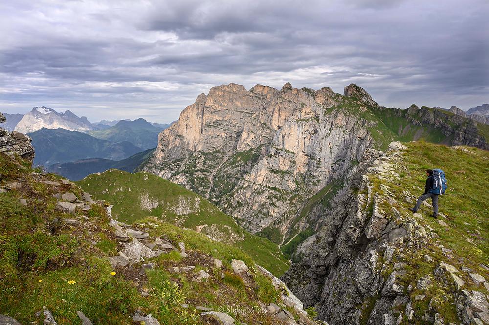 Il versante sud Cernera e sullo sfondo la Marmolada
