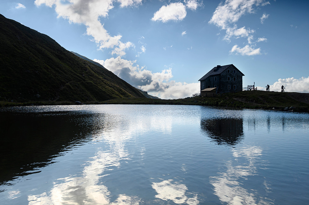 Il vecchio rifugio, il Pforzscheim huette, al lago Sesvenna