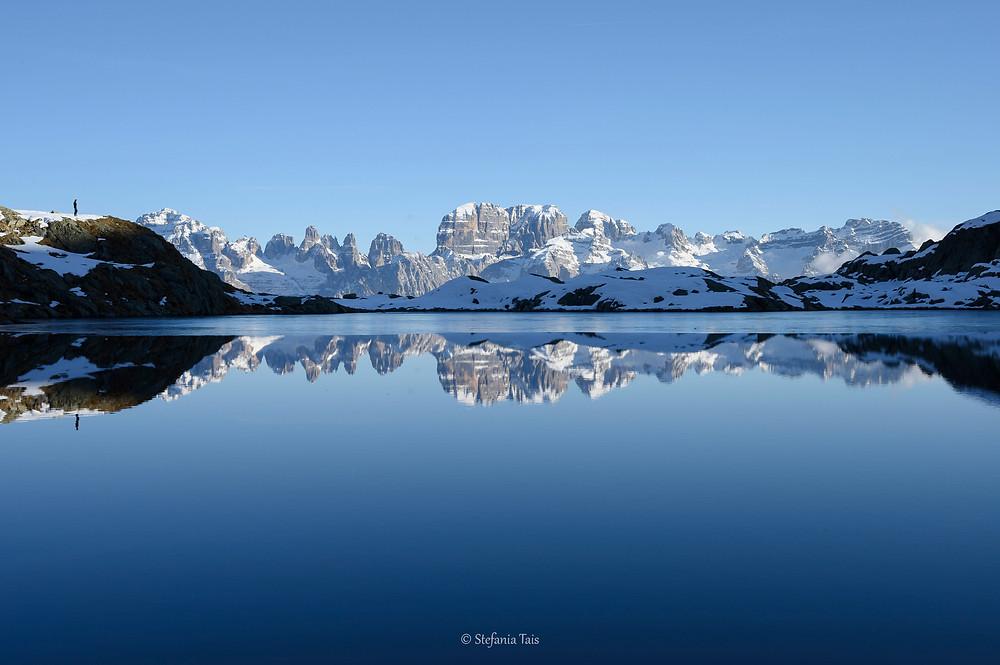 Il gruppo del Brenta si specchia nel lago Nero