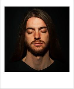 1_simone+occhi+chiusi+no+pensieri_fuoco+ok_polaroid