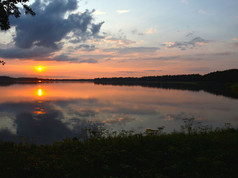 Stara_Szkoła_w_Harszu_jezioro.jpg
