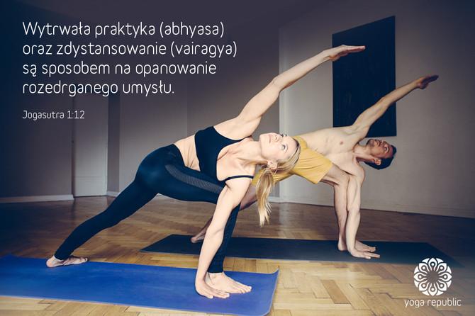"""""""Wytrwała praktyka (abhyasa) oraz zdystansowanie (vairagya) są sposobem na opanowanie rozedrgan"""
