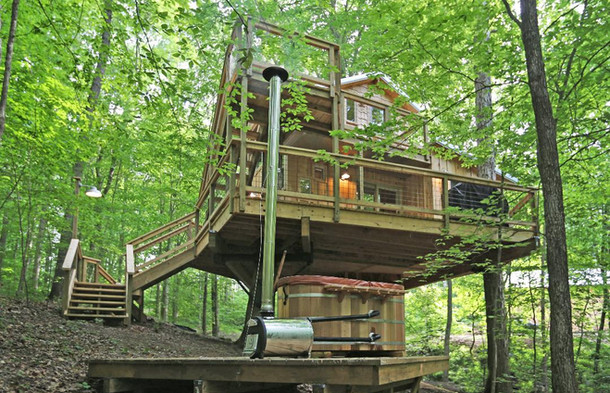 Cedar Wood Fired Hot Tub | Hocking Hills Treehouse Cabins