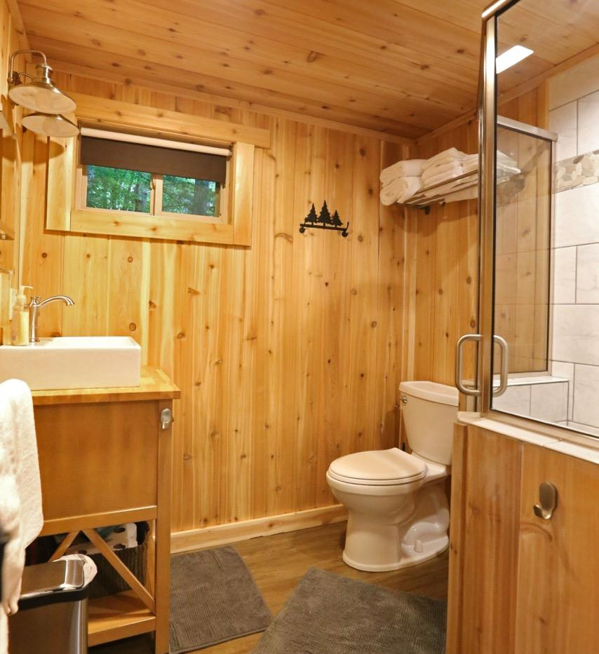 White Oak Treehouse | Hocking Hills Treehouse Cabins | Full Bathroom
