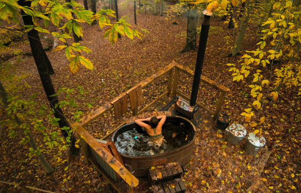 Natural Cedar Hot Tub | Hocking Hills Treehouse Cabins