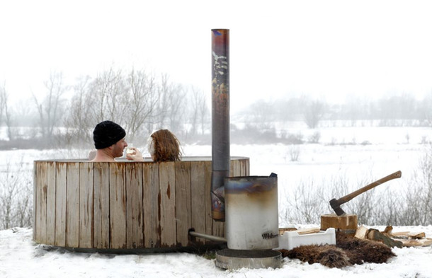 Wood Fired Hot Tub Snow | Hocking Hills Treehouse Cabins