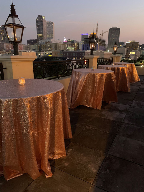 Messinas-rooftop-on-basin-glitter-tablec