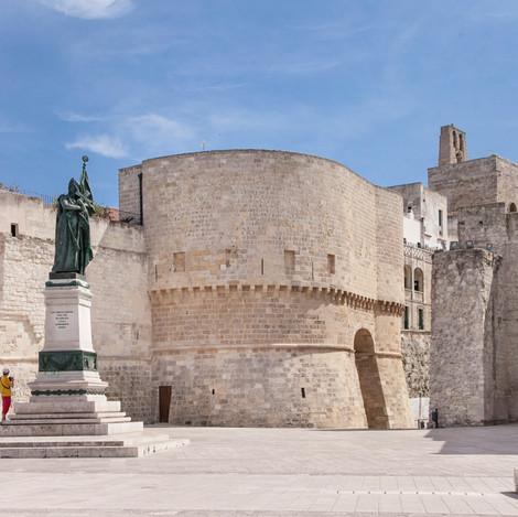 Otranto-Piazza-Mare.jpg