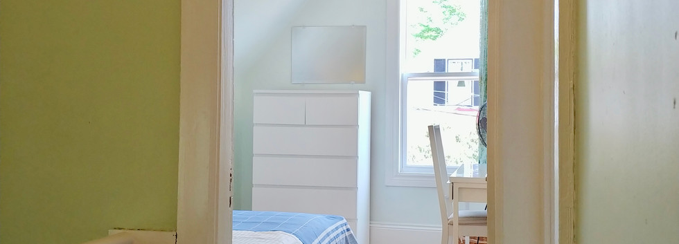 Smaller bedroom with twin bed