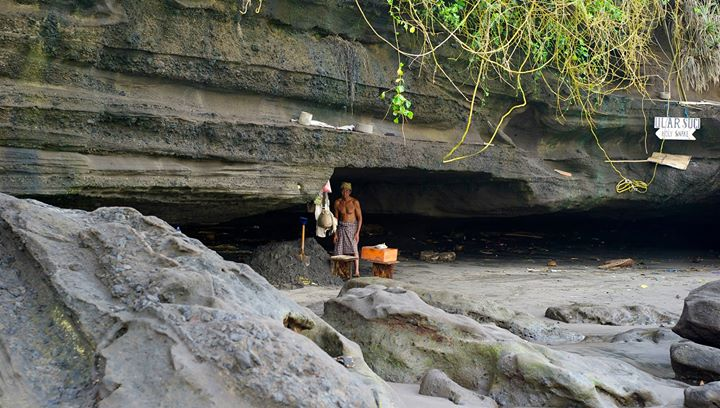 People are invited over to a cave opposite to the Pura Tanah Lot