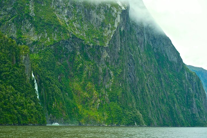 Mildford Sound, Stirling Falls, South Island