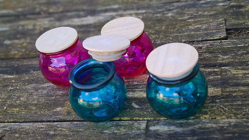 Glazen potje met houten deksel