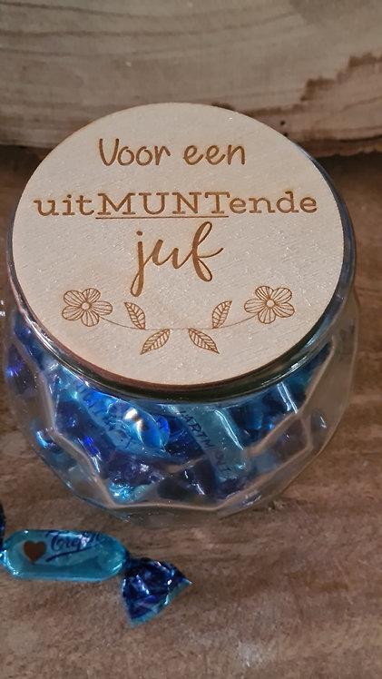 Glazen pot met houten deksel Voor een uitMUNTende juf of meester