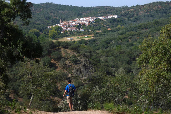 spain-andalucia-aracena-hills-approachin