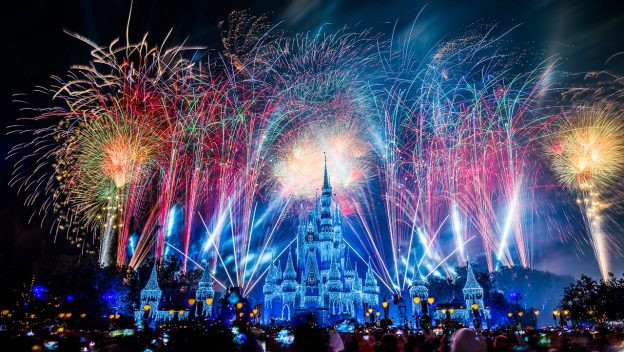 VIDEO: 'Fantasy in the Sky' New Year's Eve Fireworks at Walt Disney World!