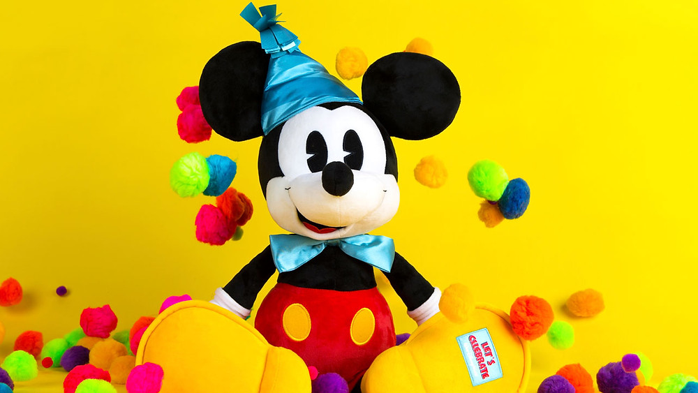 V.I.PASSHOLDER Pop-Up Event Gives First Access to Mickey's 90th Celebration Merchandise November 16
