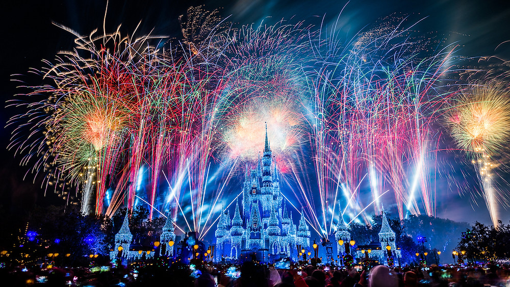 Watch the #DisneyParksLIVE stream of the New Year's Eve Fireworks December 31
