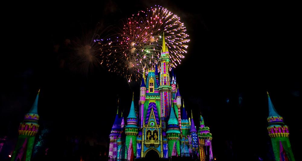 VIDEO: Debut of 'Minnie's Wonderful Christmas Fireworks'