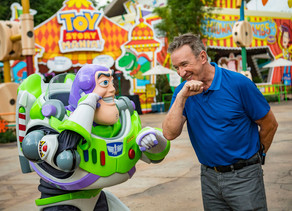 Video: Tim Allen Visits Toy Story Land