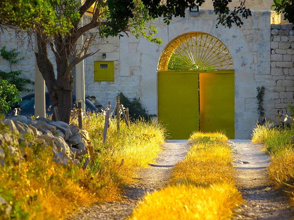 Casa Farlisa, il vialetto d'ingresso con