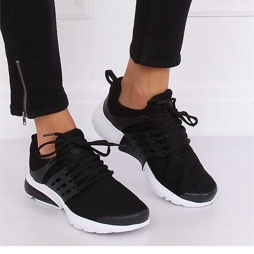 Black sneaker lichtig
