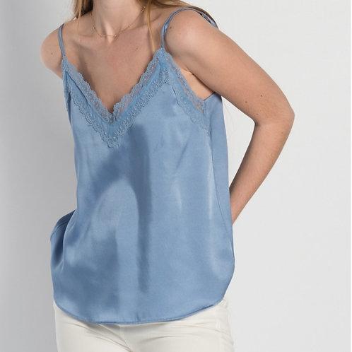 Soft blue top met kant