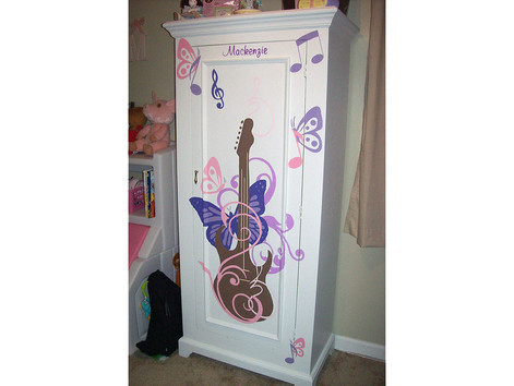 Guitar Design on Cabinet