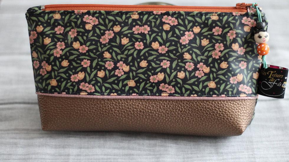 Trousse  Kokeshi motif fleurette orangée