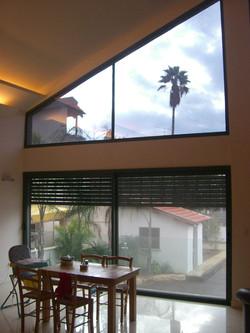 חלונות כהים לבית